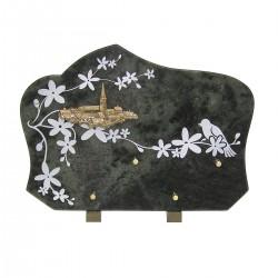 Plaque funéraire en granit sur pied vert gravure fleurs blanches