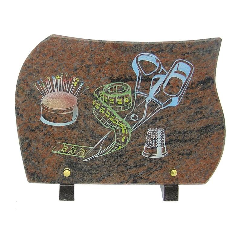 plaque fun raire en granit sur pieds himalaya avec gravure couleur couture migennes fleurs. Black Bedroom Furniture Sets. Home Design Ideas
