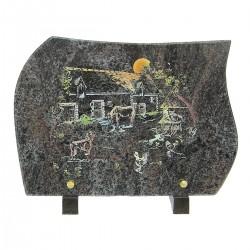 Plaque funéraire en granit sur pieds himalaya avec gravure couleur cour de ferme