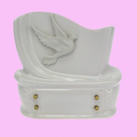 Plaque funéraire en céramique blanche avec colombe