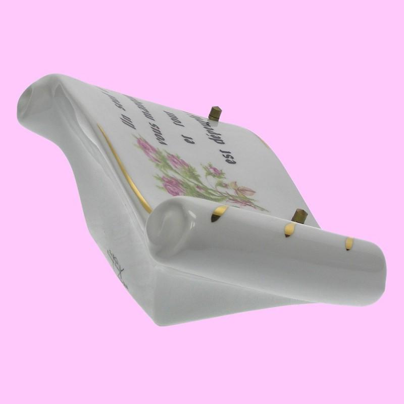 plaque fun raire en c ramique blanche avec texte et fleurs migennes fleurs. Black Bedroom Furniture Sets. Home Design Ideas