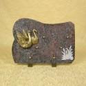 Plaque funéraire en granit himalaya sur pieds avec sujet en bronze