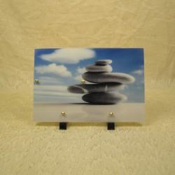 Plaque funéraire en résine motif zen sur fond de ciel bleu